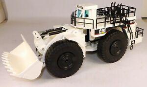 1/50 NZG #478 Caterpillar 994D Wheel Loader (White) Diecast Metal