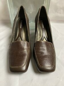 Naturalizer TRAVELER Women's Brown Leather Pumps Slip On Shoes Size 9M