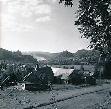 BREDONS c. 1960 -Maison avec une Tour devant le Village de Murat Cantal-Div 5993