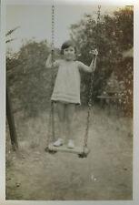 PHOTO ANCIENNE - ENFANT JOUET BALANÇOIRE - CHILD FUNNY GIRL - Vintage Snapshot
