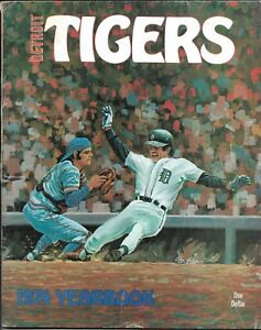 Detroit Tigers Baseball 1974 Yearbook Al Kaline Ralph Houk 68 pages 120+ photos