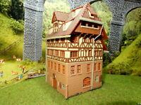 Grosses Fachwerkhaus mit Steinfundament BELEUCHTET Spur N C251