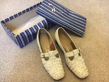 Vintage pair of Cobbies - Women's Beige Leather Shoes Size 6 1/2 ?