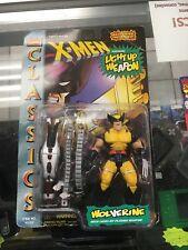 NIP Marvel Comics X-MEN Classics WOLVERINE Figure with Light-Up Plasma Weapon!