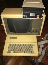 VTG APPLE IIe 2e 1982 computer, monitor And Disk Drive Nice Shape Rare As Is Obo
