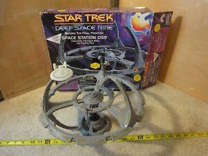 Vintage Playmates Star Trek Deep Space Nine, Space Station electronic model.