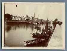 France, Les Sables-d'Olonne, La Chaume. Barques armées pour la Pêche du tho