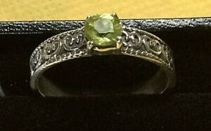 Peridot Solitaire 925 Sterling Silver Ring size R stamped 925 with free gift box