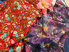 lot tissus  pour corsage s, fleuris fond rouge et  bleu  2m,25x1,50 en tout