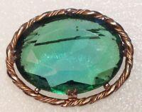 grande broche année 50/60 cabochon de verre taillé vert couleur or 3228