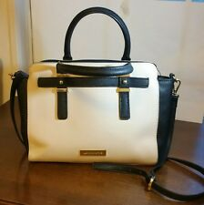 Liz Clairborne Handbag w/2 Lg Zipper Compartments w/4 Inside Pockets