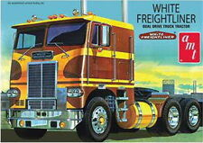AMT 1/25 PLASTIC MODEL KIT WHITE FREIGHTLINER DUAL DRIVE TRUCK AMT620