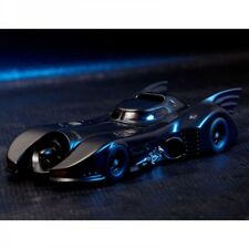 Kaiyodo Movie Revoltech No. 009 Tim Burton Batman Batmobile 1989