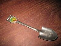 """Chicago Souvenir Shovel Spoon Illinois Map on Bowl 4-1/2"""" Vintage"""