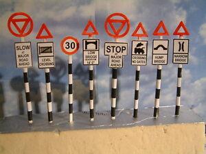 "Set of 8 Vintage Road Signs ""0"" and ""00"" Gauge"