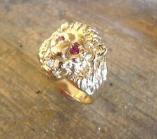 Bague or tête de lion Marjan avec yeux rubis et diamant dans la gueule
