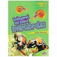 Endangered and Extinct Invertebrates (Lightning Bolt Books - Animals in Danger)