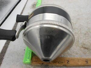 VINTAGE ZEBCO 33 SPINCASTING Fishing Reel  METAL FOOT USA