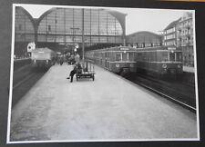 Alte Hamburger S-Bahn Fotos am Bahnsteig Altona und Betriebs. in schwarz/weiss