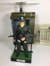 1/6 US 1ST AIR CAVALRY HUEY GUNSHIP HELICOPTER PILOT DIORAMA VIETNAM DRAGON BBI