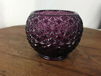 VINTAGE PURPLE DECORATIVE DEPRESSION GLASS VASE #S3