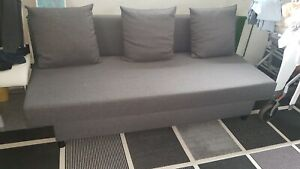 Ikea Schlafsofa Couch mit Bettkasten klappbar grau 1,9 x 1,4 m neuwertig Kissen