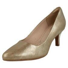 41 Scarpe da donna in oro con stringhe
