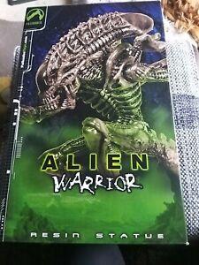 Palisades Alien Warrior Resin Statue 2002 VERY RARE MIB #1601/2000