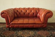 Divano chesterfield chester inglese 2 posti colore arancione / pelle / leather