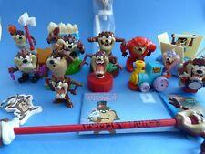 Petite collection de figurines et objets TAZ porte-clé crayon jouets 17 pièces