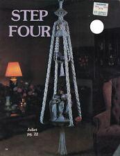 1981 Schritt vier Makramee Muster Buch hängende Pflanzer Lampen Daisy Cage & mehr