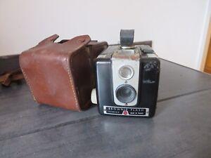 appareil photo Kodak Brownie Flash Camera et sa sacoche d'origine en cuir marron