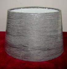 Lampenschirm, oval, grauer Crash Chintz. H. 17 cm, E 27 Fassung.