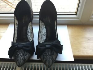 Dolce&Gabbana shoes 5.5 lace with silk bow to include bust bag.