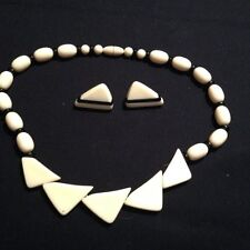 VINTAGE 1970'S IVORY AND BLACK BEAD NECKLACE AND EARRING SET!