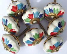 8x Antiguo Blanco Flor con multicolor Pétalos Cerámica pomos (latón montaje)