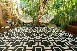 200 x 270cm Funky Retro Flowers Black and White Outdoor Plastic Rug/Mat