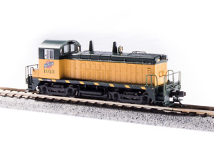 Broadway 3914 EMD NW2, C&NW 1013, Green & Yellow, Paragon4 Sound/DC/DCC