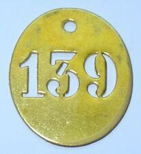 ancienne petite plaque en laiton numéro clé - maison - 139