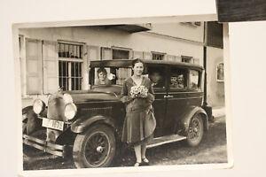 altes org. Foto Auto Chrysler   PULLMANN-LIMOUSINE mit Frau mit Blumen  um 1920