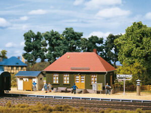 11407 Auhagen Station with Accessories Toilet Assembly Kit Scale 1:87