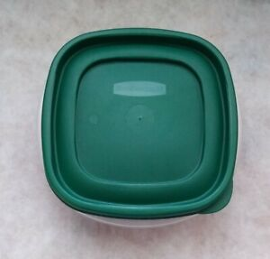 Rubbermaid 3 Cup Easy Find Lid Square Food Storage Container Green Lid