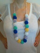 collier multicolore réalisé au crochet