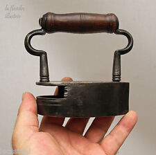 rarissime petit fer   à repasser à lingot ouvert en fer forgé - repassage