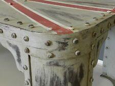 Tavolino in ferro borchiato da salotto industriale British Union Jack