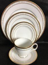 Noritake HAMPSHIRE GOLD 4335 Fine Porcelain 5 Pc Place Setting New