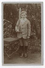PHOTO ANCIENNE Jeune Garçon Fusil Arme Costume Vers 1900 Carte Sourire Portrait