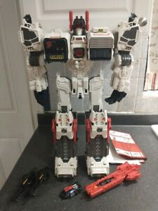 Transformers Generations Metroplex Thrilling 30th 99% Complete w/ Scamper