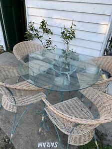 outdoor /indoor setting