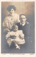 POSTCARD   ACTRESSES  &  ACTORS    Mr &  Mrs  G P  Huntley  with  Baby